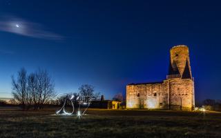 Ruine Markgrafneusiedl bei Nacht